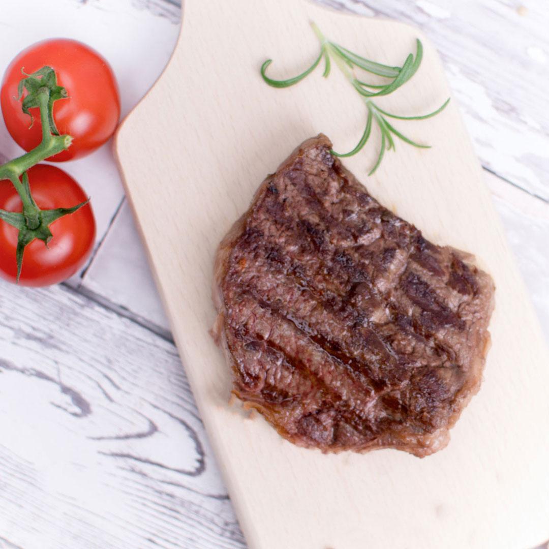 grillowany-stek-wolowy-z-pomidorami