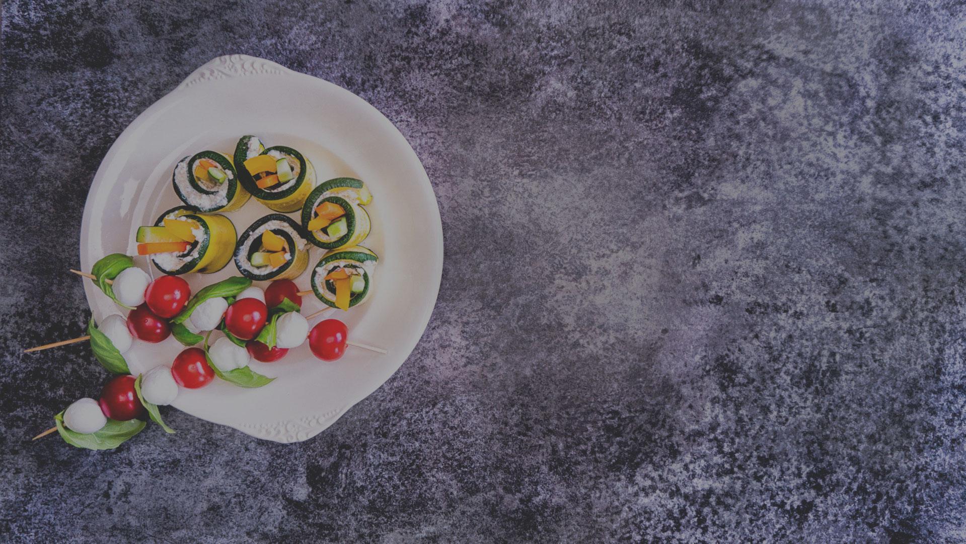 cukinia-zawijana-z-serkiem-i-warzywami