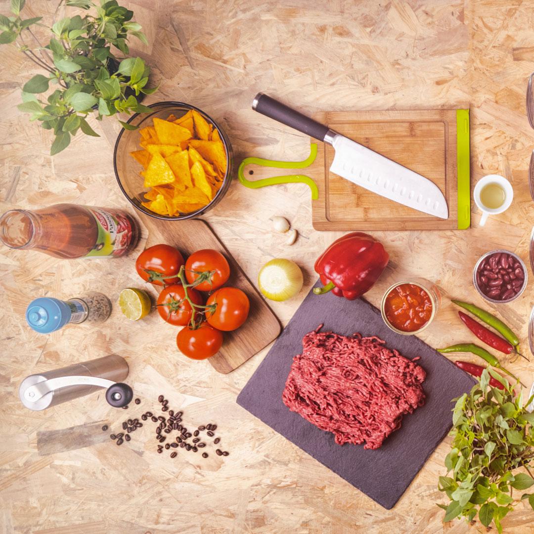 mieso-wolowe-pomidory-noz-fasola-ziola