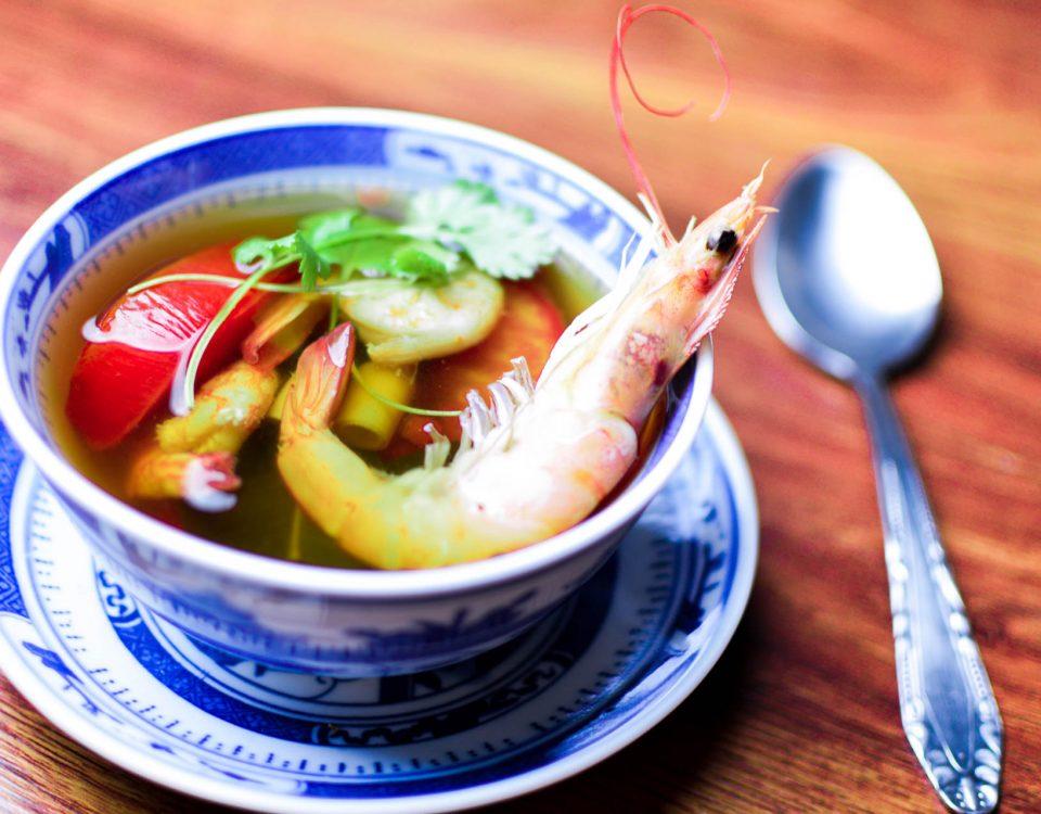 tajska zupa tom yam kung z krewetkami